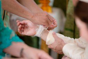 พิธีผูกผ้าผูกข้อมือแต่งงาน